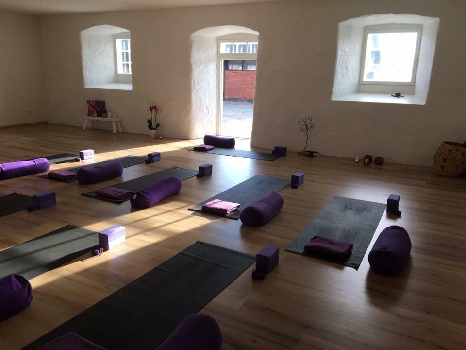 yogastudion upplands väsby